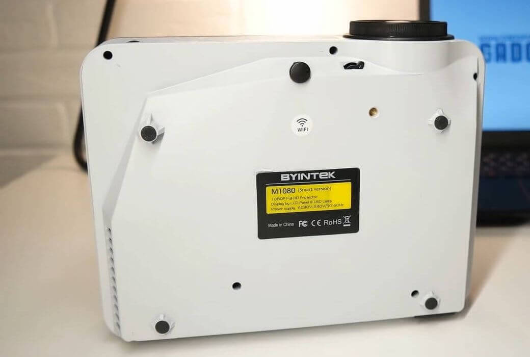 BYINTEK Moon M1080 Обзор: Недорогой проектор с родным разрешением Full HD
