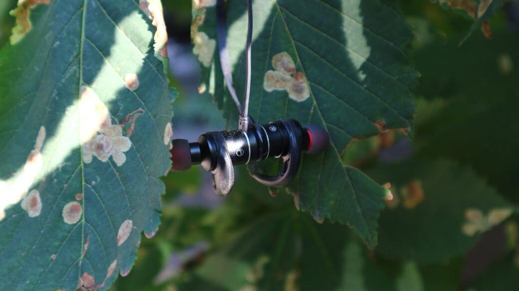 AWEI AK5 Обзор: Бюджетные Bluetooth наушники для спорта
