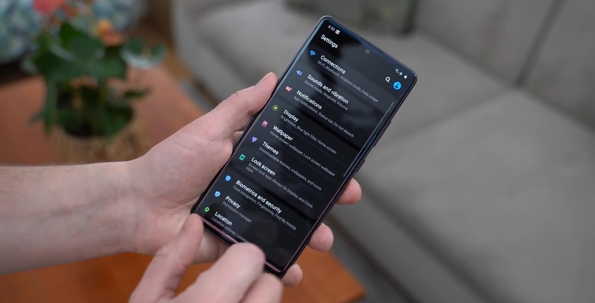 Samsung Galaxy S10 Lite Обзор: Упрощенный флагман с большим экраном