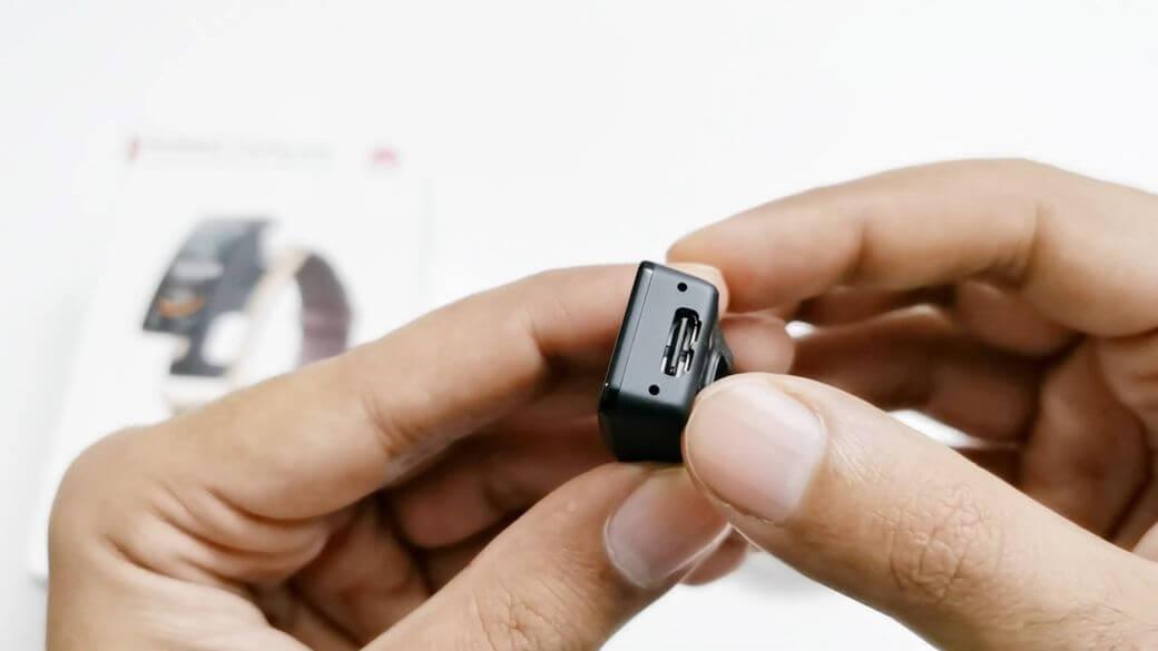 Huawei Talkband B6 Обзор: Уникальный умный браслет с Bluetooth звонками