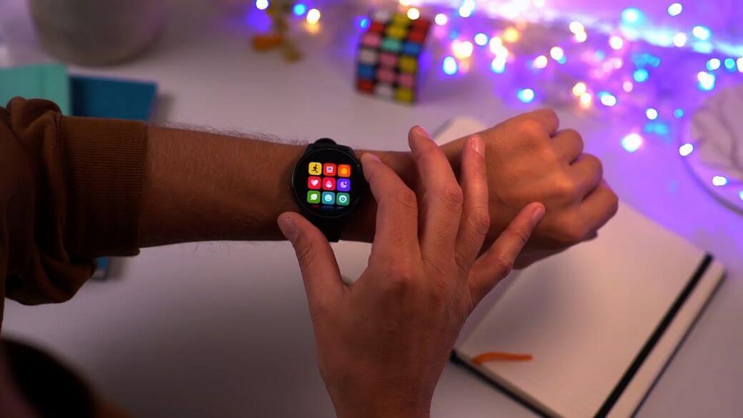 на руке с главными функциями Xiaomi Mi Watch Global Глобальная версия 2021